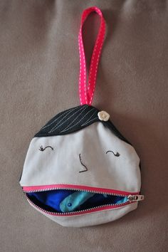 Candy Packet Purse Ms Lipsie the Pocket Girl Striped Coin Purse Simple Flap Coin Purse Mini Coin Purse Felted Wool Purse Zipper Pouch CD Coin Purses Sewing Projects For Kids, Sewing For Kids, Diy For Kids, Free Sewing, Fabric Crafts, Sewing Crafts, Diy Coin Purse, Coin Purses, Do It Yourself Baby