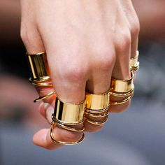 Stack out your statement rings #lawsoflayering