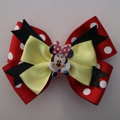 Minnie Mouse Ribbon Hairbow by yeseniacouture on Etsy Easy Hair Bows, Wonder Woman Birthday, Disney Bows, Minnie Mouse Bow, Handmade Hair Bows, Diy Bow, Diy Hair Accessories, Ribbon Crafts, Baby Bows
