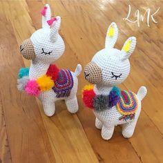 10 Diy Llavero Frida Tejido A Ideas Crochet Animal Patterns, Crochet Patterns Amigurumi, Stuffed Animal Patterns, Amigurumi Doll, Crochet Animals, Knitting Patterns, Cute Crochet, Crochet Crafts, Crochet Projects