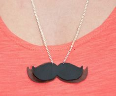 DIY: Moustache-Kette