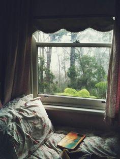15 New Ideas for bedroom window view cozy nook My New Room, My Room, Ventana Windows, Sweet Home, Interior And Exterior, Interior Design, Cosy Interior, Cozy Nook, Cosy Corner