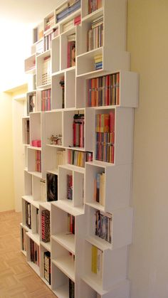 ein Bücher- oder CD/DVD-Regal ist eine schwieriges #Versteck, da es ein Hinweis…