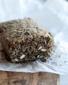 Stenalderbrød - sundt brød uden mel - rugbrød uden mel Lchf, Baking Recipes, Bakery, Brunch, Olie, Desserts, Avocado, Food, Cooking Recipes