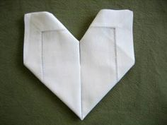How to fold a napkin into a heart Handkerchief Folding, Rehearsal Dinner Decorations, Napkin Folding, Napkins, Sewing, Craft, Dressmaking, Towels, Napkin