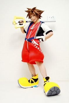 kingdom hearts sora cosplay- How do they make the outfit look so exact, especially the wig!!!
