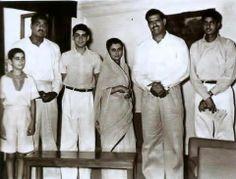 A rare picture from 1960s:  From L to R: Sanjay Gandhi, Dara Singh's brother, Rajiv Gandhi, Indira Gandhi, Dara Singh & Amitabh Bachchan