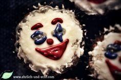 #eatthejoker  #cellaiscooking  Muffins mit gefärbten Zuckerguss #ehrlichundechtvegan  www.ehrlich-und-echt.com #thejokerisvegan