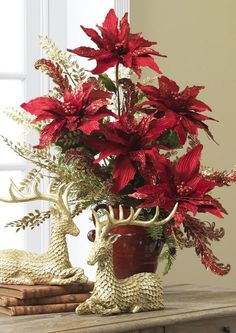 This is a great idea for a simple, but elegant holiday arrangement you can create yourself Christmas Vases, Christmas Flower Arrangements, Christmas Poinsettia, Christmas Flowers, Christmas Table Decorations, Noel Christmas, Decoration Table, Rustic Christmas, Christmas Wreaths