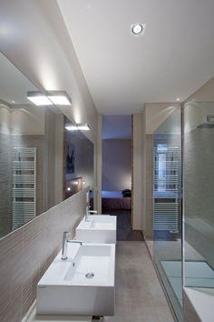 Schmale Duschkabine Beige Matt Fliesen Wand Boden Schmales Badezimmer,  Zeitgenössische Badezimmer, Fliesen Wand,