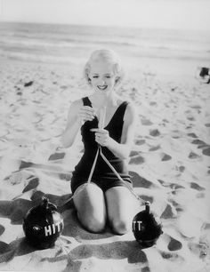 Bette Davis always a total blast at the beach