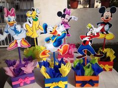 Mickey Mouse Clubhouse I like this idea. Display Mickey and friends Mickey E Minie, Mickey Mouse Bday, Mickey Mouse Clubhouse Birthday Party, Mickey Mouse Parties, Mickey Party, Mickey Mouse Birthday, 3rd Birthday Parties, Elmo Party, Elmo Birthday