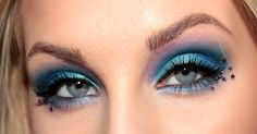 Love this blue eye look with out the jewels though