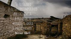 """Berenice Abbott. """"El fotógrafo es el ser contemporáneo por excelencia; a través de su mirada, el ahora se vuelve pasado""""."""