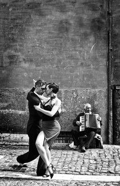 Tango Danse Salsa, Tango Art, Tango Dancers, Dance Movement, Argentine Tango, Shall We Dance, Salsa Dancing, Dance Poses, Foto Art