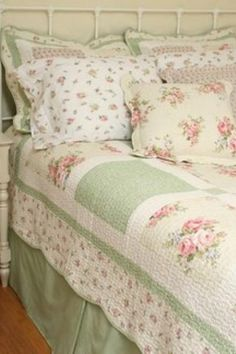 Chic country cottage quilt set - isn't this the prettiest bedroom set? Description from pinterest.com. I searched for this on bing.com/images
