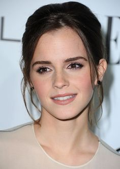 What's not to love about Emma Watson she's gorgeous, smart, and very classy and ladylike - love this look for wedding makeup Maquillage Emma Watson, Emma Watson Makeup, Emma Watson Eyebrows, Emma Watson Hair Color, Enma Watson, Emma Watson Images, Emma Watson Elle, Emma Watson Beautiful, Beauty And Fashion