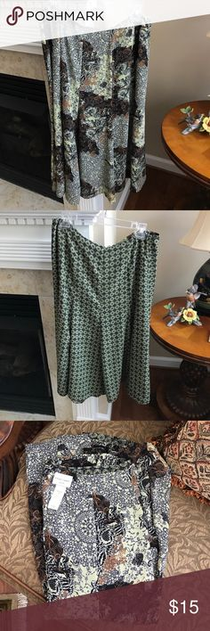 Pretty Emma James Reversible Print Skirt Pretty Reversible Skirt. Emma James is from Liz Claiborne Collection. Great Midi Length . Size Petite 12. Excellent Used Condition. Skirts