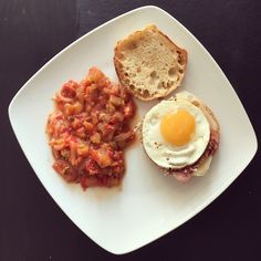 Des muffins anglais aux œufs et au bacon, ça vous tente ? Découvrez cette recette, idéale pour un brunch dominical ou comme alternative à un croc monsieur !