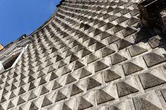 Kirche Gesu Nuovo, Diamantquader-Fassade, Napoli, Italy Naples Italy, Amalfi Coast, Louvre, Travel, Napoli Italy, Viajes, Destinations, Traveling, Trips