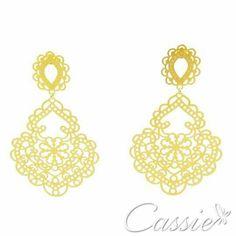 ✨ Brinco Adorabile folheado a ouro com garantia. R$ 49,90 ✨ Pague em até 6x sem juros e frete grátis para compras acima de R$ 150,00. ✨ USE O CUPOM DE DESCONTO CA10 E GANHE 10% DE DESCONTO. ╔═══════════════════╗ #Cassie #semijoias #acessórios #moda #fashion #estilo #inspiração #tendências #trends #prata #bracelete #instajoias #love #pulseirismo #zirconias #folheado #dourado #muranos #berloques #charms #
