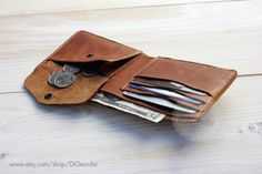 This Billfold minimal genuine leather card wallet is made of high quality Italian calfskin and high quality German YKK snap fasteners. To keep it from