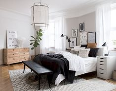 Gen's Lovely Bedroom Refresh Sponsored: A few weeks ago I spent the day at my friend Genevieve Jorn 's home. The French Canadian interior designer is a regular contr. Decor Room, Home Decor Bedroom, Modern Bedroom, Bedroom Ideas, Bedroom Designs, Bedroom Inspiration, Bedroom Themes, Trendy Bedroom, Bedroom Inspo