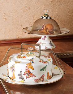 The loveliest cake carrier.
