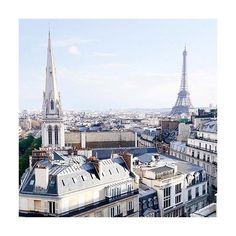 CITY OF LIGHTS - Paris. Photo by @journeyintolavillelumiere