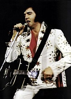 Elvis Presley || Hofheinz Pavillon November 12, 1971 (8:30 pm). Houston, Texas Tickets: 12,000 Costume: White Pinwheel Suit/ Red Lion Suit/ White Matador Suit