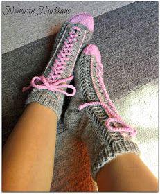 Nemiran Nurkkaus: taas yhdet tennarisukat, pienellä twistillä :) Knitting Projects, Knitting Patterns, Knitting Socks, Knit Socks, Knee High Socks, Boot Cuffs, Knitting Accessories, Winter Wear, Leg Warmers
