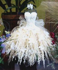 Prachtige bloemenjurk voor ons bruidje,draagbaar wel maar hoe zit je hiermee in een auto of aan tafel?!