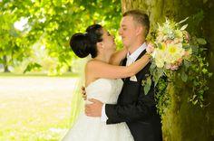 Anglická svadobná kytica z anglických ruží Floral Wedding, Bouquets, Wedding Dresses, Ideas, Fashion, Bride Dresses, Moda, Bridal Gowns, Bouquet