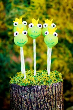 Cake pops at a Frog Prince Party - The True Story of the Three Little Pigs (and the Frog Prince Continued) Baby Shower Cake Pops, Shower Cakes, Baby Boy Shower, Frog Baby Showers, Baby Shower Parties, Frog Cakes, Cupcake Cakes, Mini Cupcakes, Pretty Cakes