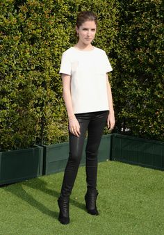 Love Anna Kendrick's shiny skinny jeans from 1921