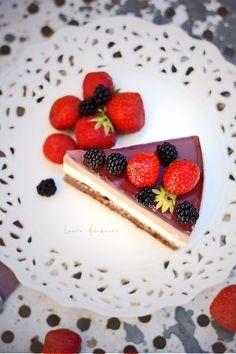 36 de ani si un tort cu fructe de padure (tort fructe padure)