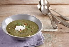 A nutritious and delicious soup with a unique flavor. Palak Paneer, Guacamole, Food And Drink, Apple, Vegetables, Cooking, Ethnic Recipes, Kitchen, Apple Fruit