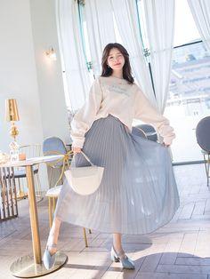 Ulzzang Fashion, Asian Fashion, Kimono Fashion, Fashion Dresses, Fashion Poses, Beautiful Asian Girls, Aesthetic Clothes, Daily Fashion, Look