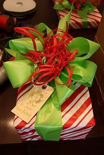Christmas bow tutorial and gift wrapping party ideas. This will be my signature gift wrap this Christmas. Candy cane paper, bright green bow ribbon, red raffia and red crinkle paper. Days Till Christmas, Christmas Bows, Unique Christmas Gifts, Christmas Gift Wrapping, Winter Christmas, All Things Christmas, Holiday Crafts, Holiday Fun, Christmas Decorations