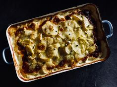 Oh how we love a creamy Janssons Temptation at this season! Lasagna, Ethnic Recipes, Food, Octopus, Lasagne, Meal, Eten, Meals