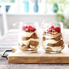 MARENGS MED MØRK SJOKOLADE OG MANDLER | TRINES MATBLOGG Cheesecake, Pudding, Desserts, Recipes, Food, Cheesecake Cake, Tailgate Desserts, Deserts, Cheesecakes