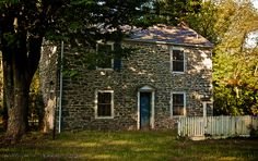 Bridge-tender's home. Stone Homes, Stucco Homes, American Country, Early American, Farm Houses, Old Houses, House Beautiful, Beautiful Homes, Old Stone Houses