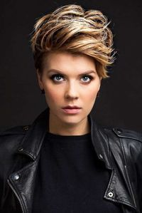 36 Latest Short Hair Trends for Winter 2017 – 2018 Coupe de cheveux Short Hair Cuts For Women, Short Hairstyles For Women, Summer Hairstyles, Short Hair Trends, Best Short Haircuts, Hair 2018, Pixie Hairstyles, Pixie Haircuts, Braid Hairstyles