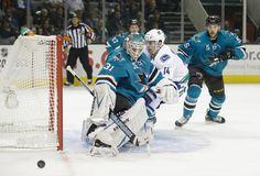 San Jose Sharks goaltender Antti Niemi makes a save (Oct. 3, 2013).