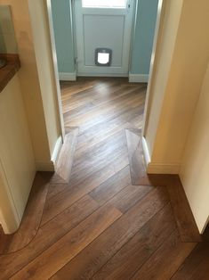 Love the orientation of the planks. Karndean wood laid to kitchen and utility with border and feature strips to set it off. Wood Look Tile Floor, Wood Floor Pattern, Wood Tile Floors, Floor Patterns, Wooden Flooring, Hardwood Floors, Karndean Flooring, Hall Flooring, Vinyl Plank Flooring