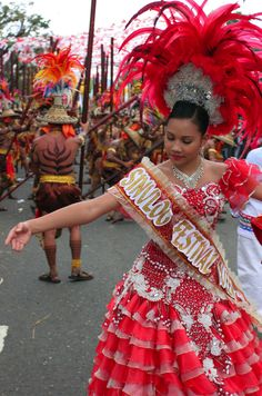 Sinulog -- The Best Fiesta in the Philippines! Festival Guide, Festival Hair, Sinulog Festival, Jose Rizal, Philippines Culture, Filipino Culture, Local Festivals, Cebu City, Dress Hairstyles