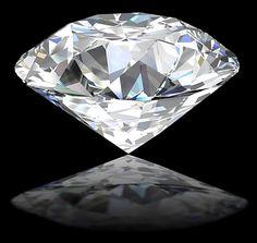 Różnice w typowych barwach diamentów są bardzo subtelne, dlatego stopień bezbarwności określa się w specjalnych warunkach oświetleniowych oraz porównując do wzorców.