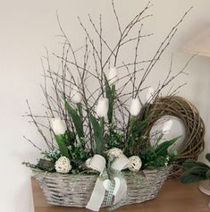 Basket Flower Arrangements, Floral Arrangements, Easter Flowers, Spring Flowers, Deco Floral, Container Flowers, Flower Boxes, Spring Crafts, Beautiful Roses