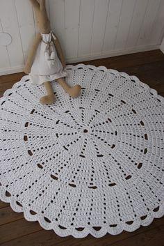 Best 12 3 Eye-Opening Tricks: Shabby Chic Table Kitchen shabby chic blue old windows. Crochet Doily Rug, Crochet Symbols, Crochet Stitches Patterns, Doily Patterns, Crochet Home, Crochet Designs, Knit Crochet, Yarn Store, Rugs On Carpet