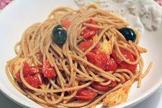 Spaghetti di farro con tonno e olive nere